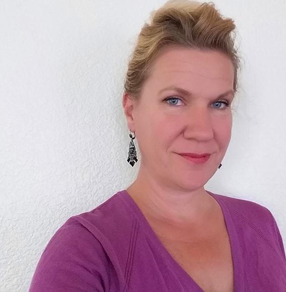 Tina Back, Förläggare och Lasse-Maja fan